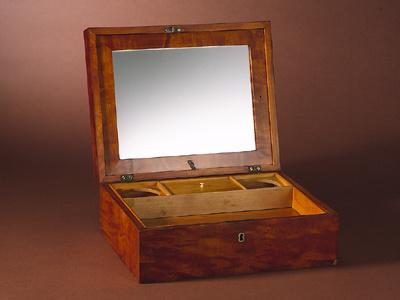 LARGE SATIN BIRCH BOX WITH KEY-SHAVING KIT