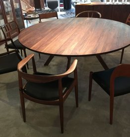 KARL ANDERSSON & SÖNER (DISPLAY)3180 YPSILON ROUND DINING TABLE, FIVE LEGS