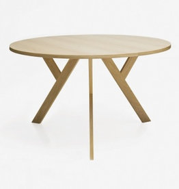 (DISPLAY) 3140 YPSILON ROUND DINING TABLE, THREE LEGS, SOLID ELM WITH OAK VENEER, CLEAR LACQUER FINISH ∅140 | H72 CM (DISPLAY ITEM)