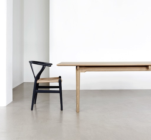 CH24 WISHBONE CHAIR IN BLACK LACQUER BEECH