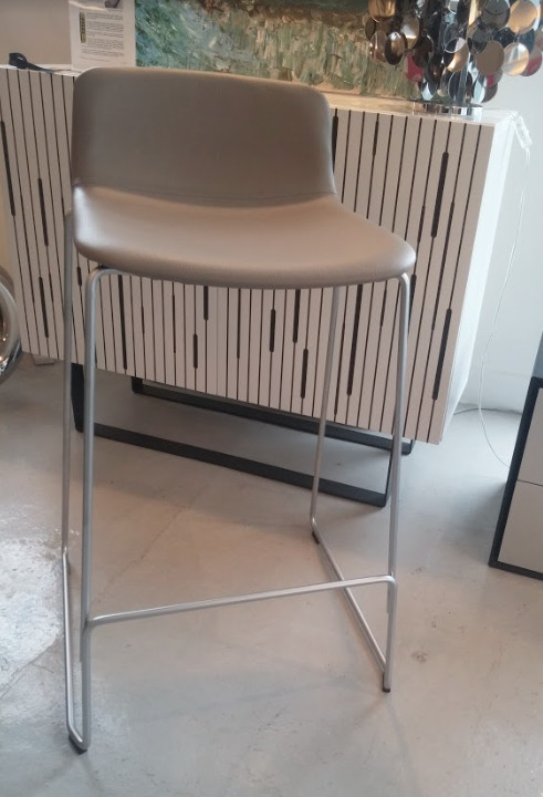 4312 PATO COUNTER STOOL IN LEATHER