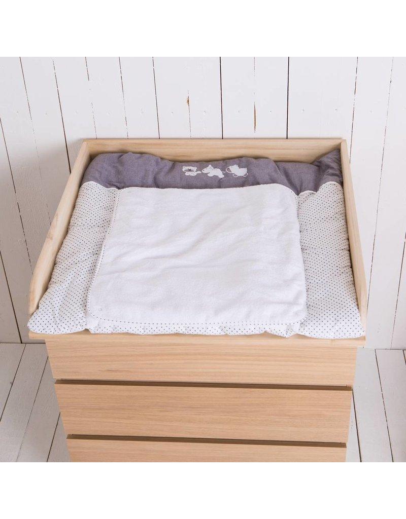 bois naturel plan langer pour tous es commodes ikea. Black Bedroom Furniture Sets. Home Design Ideas