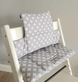 """Coussin """"croix- gris"""" pour chaise haute Stokke Tripp Trapp"""