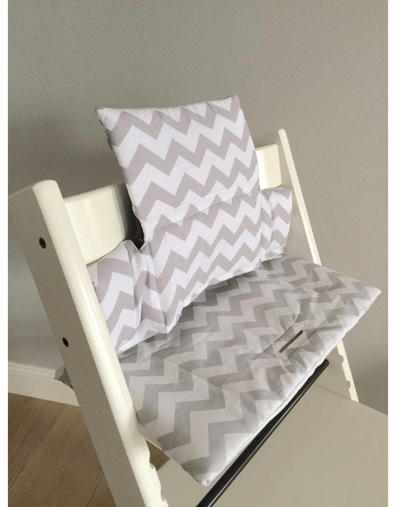 sitzkissen chevron grau f r stokke tripp trapp puckdaddy puckdaddy. Black Bedroom Furniture Sets. Home Design Ideas
