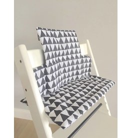 """Coussin """"Triangles blanc"""" pour chaise haute Stokke Tripp Trapp"""