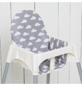 """Coussin pour chaise haute """"nuages gris"""""""