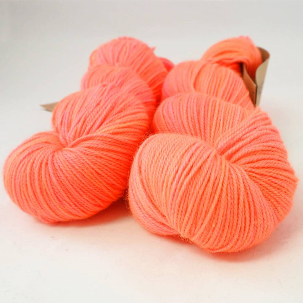 Madelinetosh TWIST LIGHT - NEON PEACH