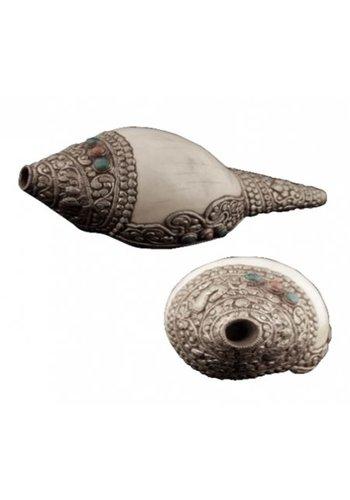 Yogi & Yogini naturals Rituele witte schelp met metaaldecoratie Puja (22x10 cm)