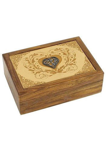 Yogi & Yogini naturals Tarotdoos hart gegraveerd (18x12.5x6 cm)