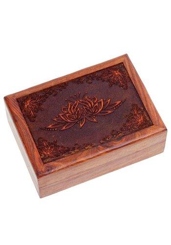 Yogi & Yogini naturals Tarotdoos lotus gegraveerd (17,5x13x6,5 cm)