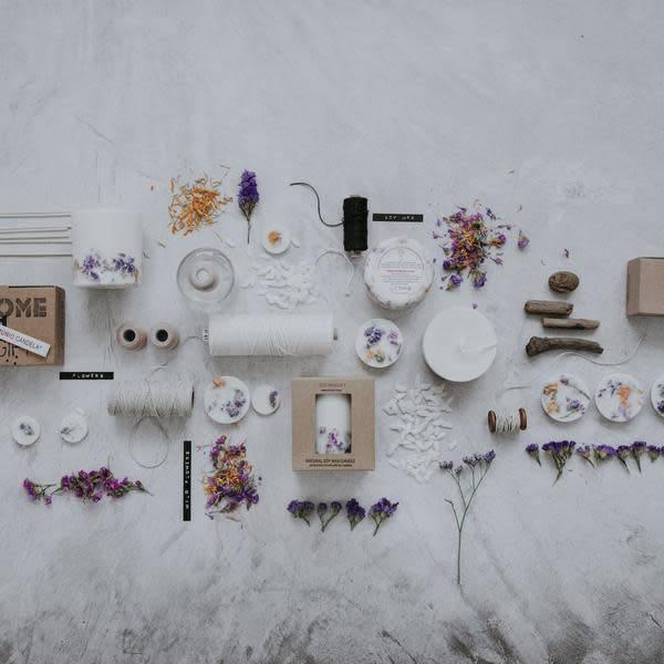 Munio Candela Wilde bloemen giftbox kaars en waxschijfjes