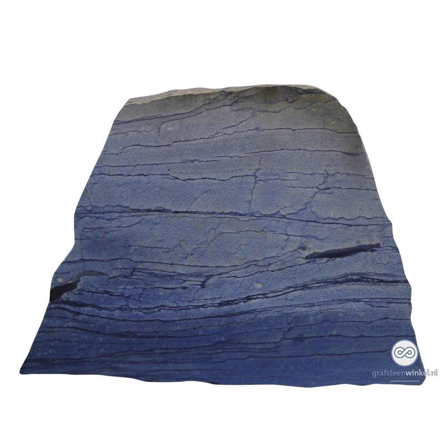 Blauwe naar schuin naar boven lopende grafsteen-2