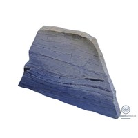 Blauwe naar schuin naar boven lopende grafsteen