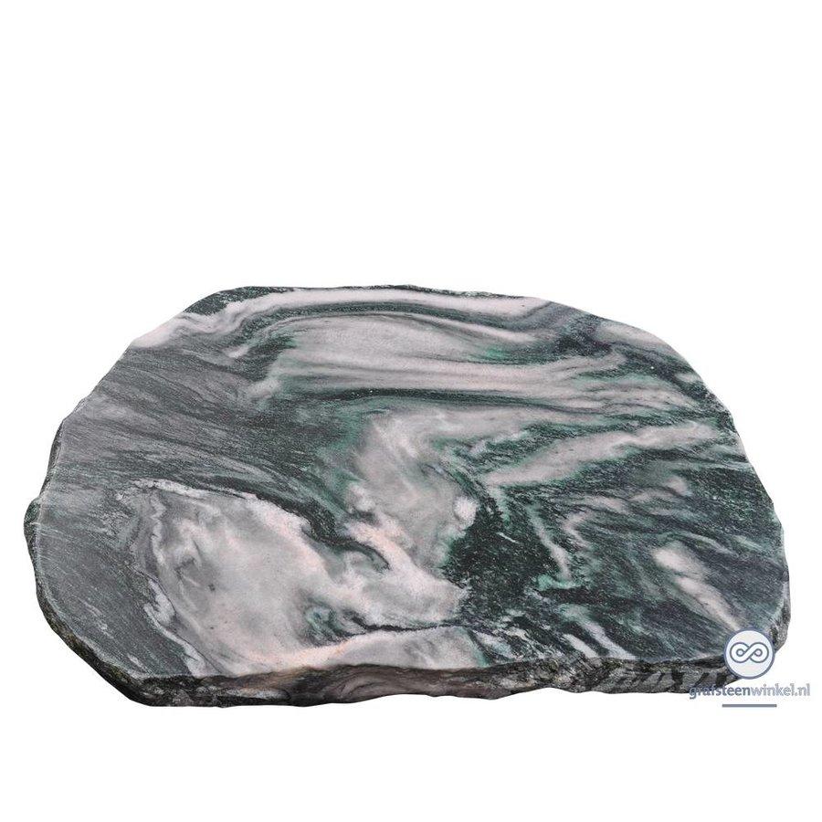 Groenachtige liggende grafsteen met natuurlijke afwerking-1