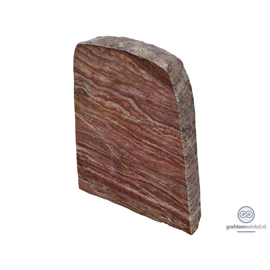 Rode grafsteen met grove, natuurlijke afwerking-1