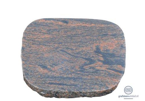 Bruin/ zwarte liggende grafsteen