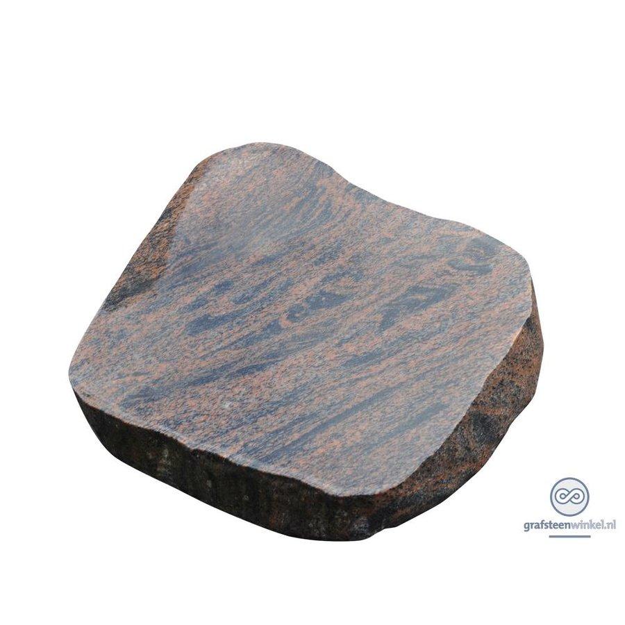 Bruin/ zwarte liggende grafsteen-1