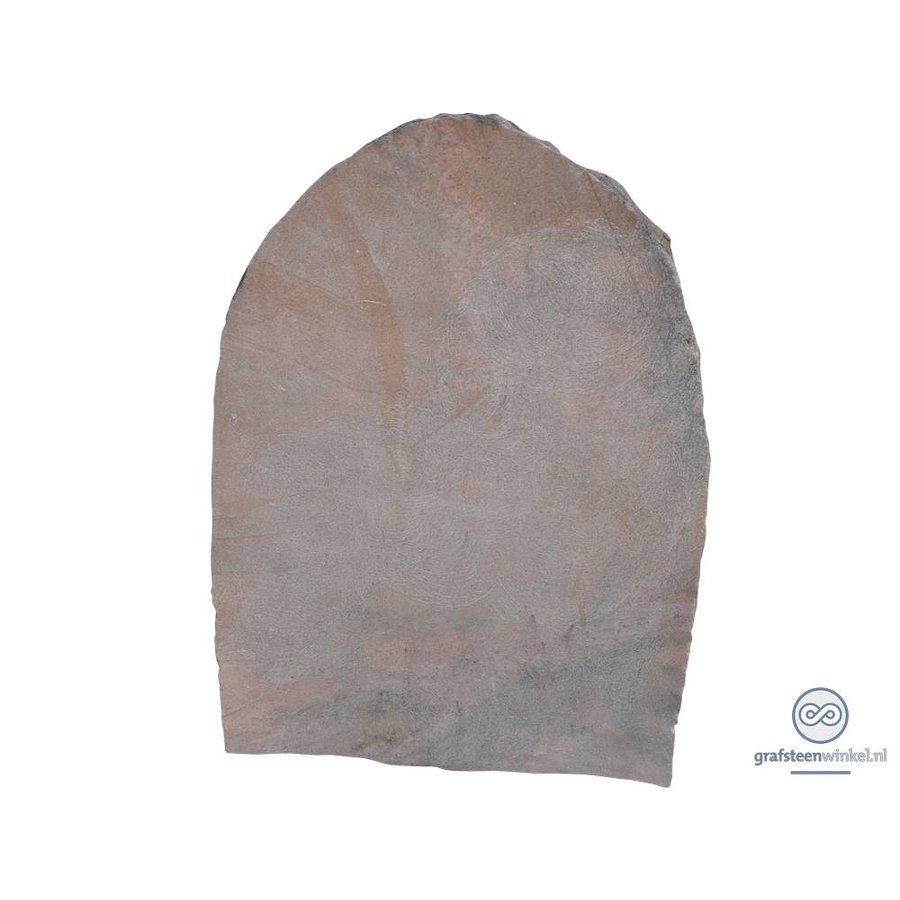 Kwarsieten grafsteen met afgeronde en getrommelde bovenzijde