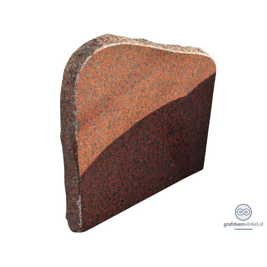 Roodachtige ruw gehakte grafsteen-1