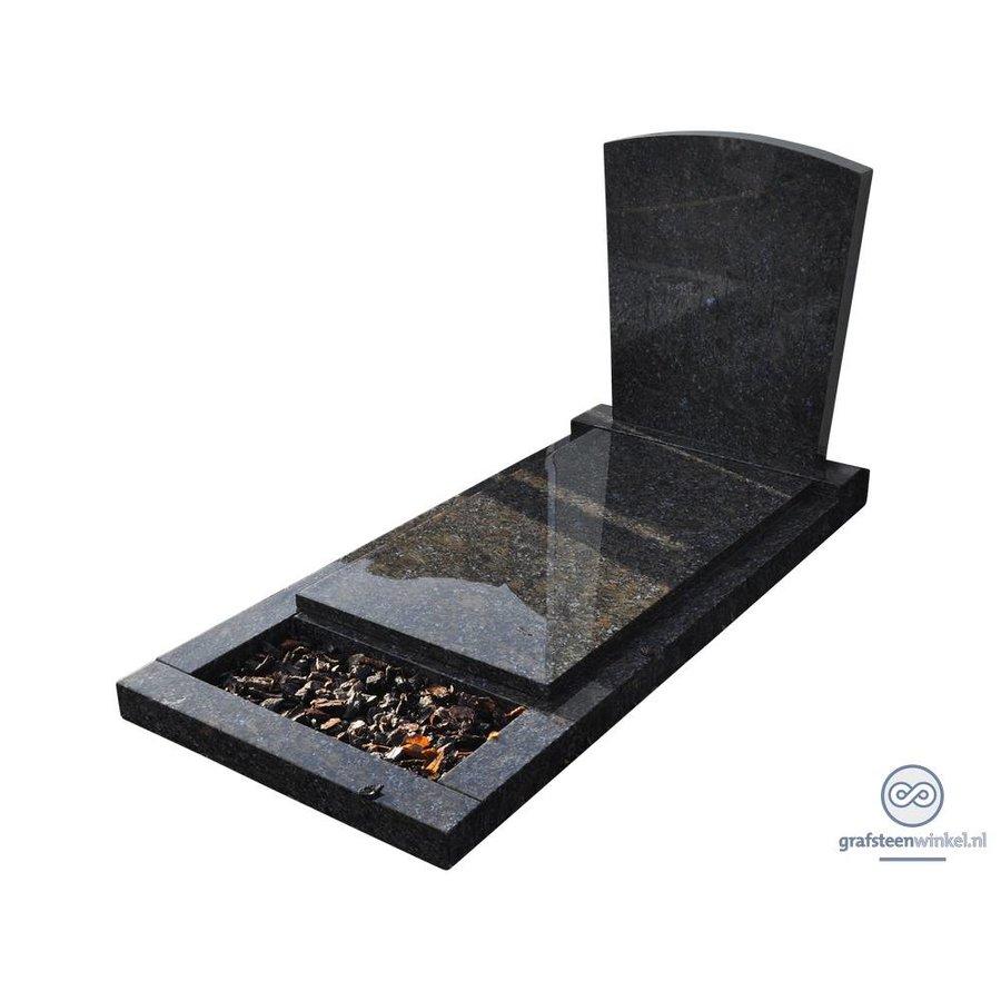 Zwarte grafsteen met afdekplaat en omranding-1