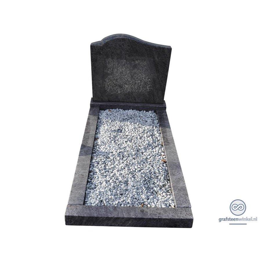Zwarte grafsteen met ronde bovenzijde en omranding-2