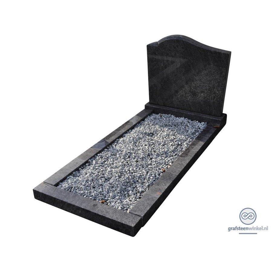 Zwarte grafsteen met ronde bovenzijde en omranding-1