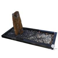Nauurlijk gevormde zuil grafsteen met zwarte omranding