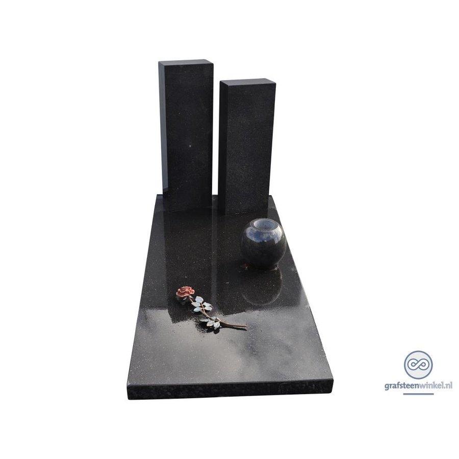 Zwarte afdekplaat met twee zwarte zuilen grafsteen-1