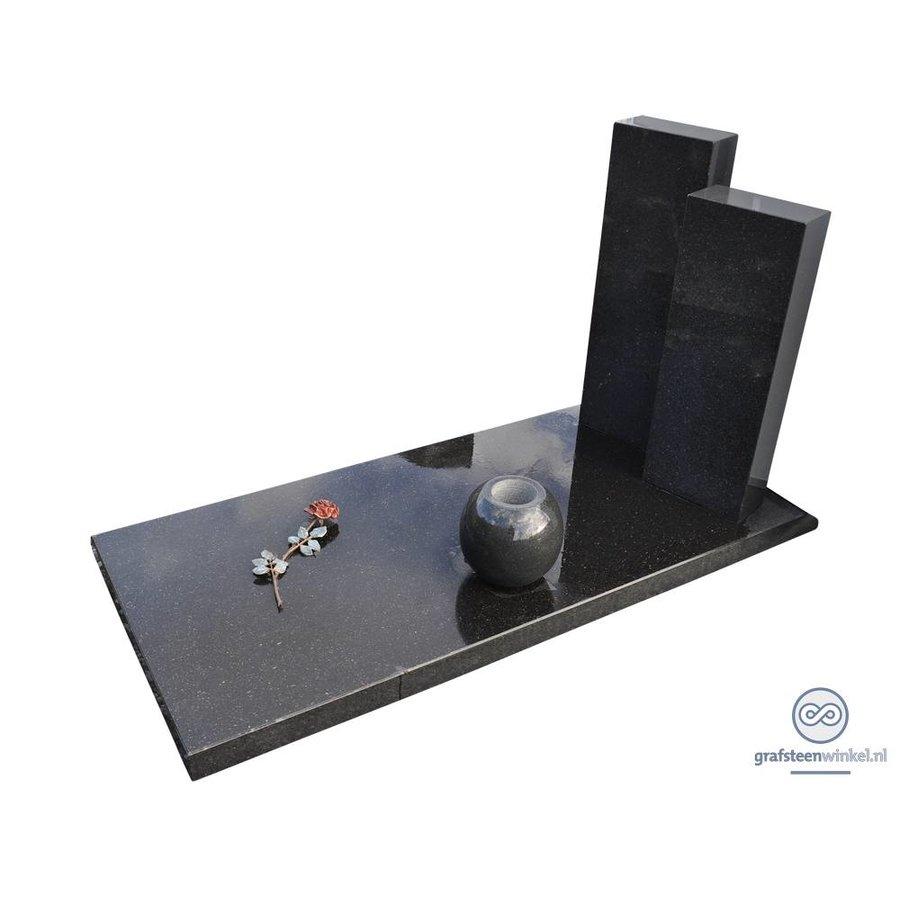 Zwarte afdekplaat met twee zwarte zuilen grafsteen-2