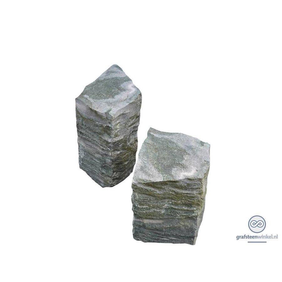 Twee grijze zuilen grafsteen-1