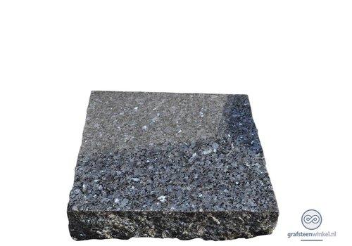 Zwarte ruwe grafsteen