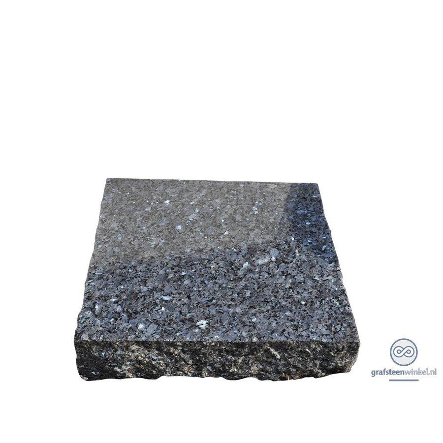 Zwarte ruw gehakte grafsteen-1