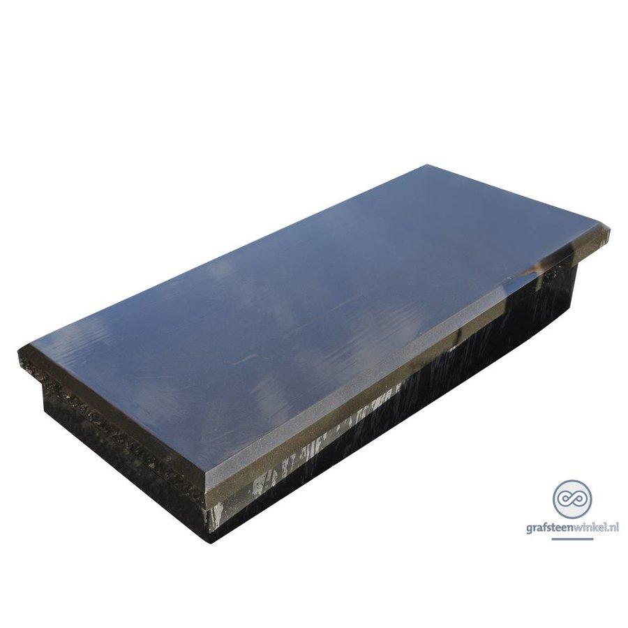 Zwarte granieten afdekplaat op verhoging-2