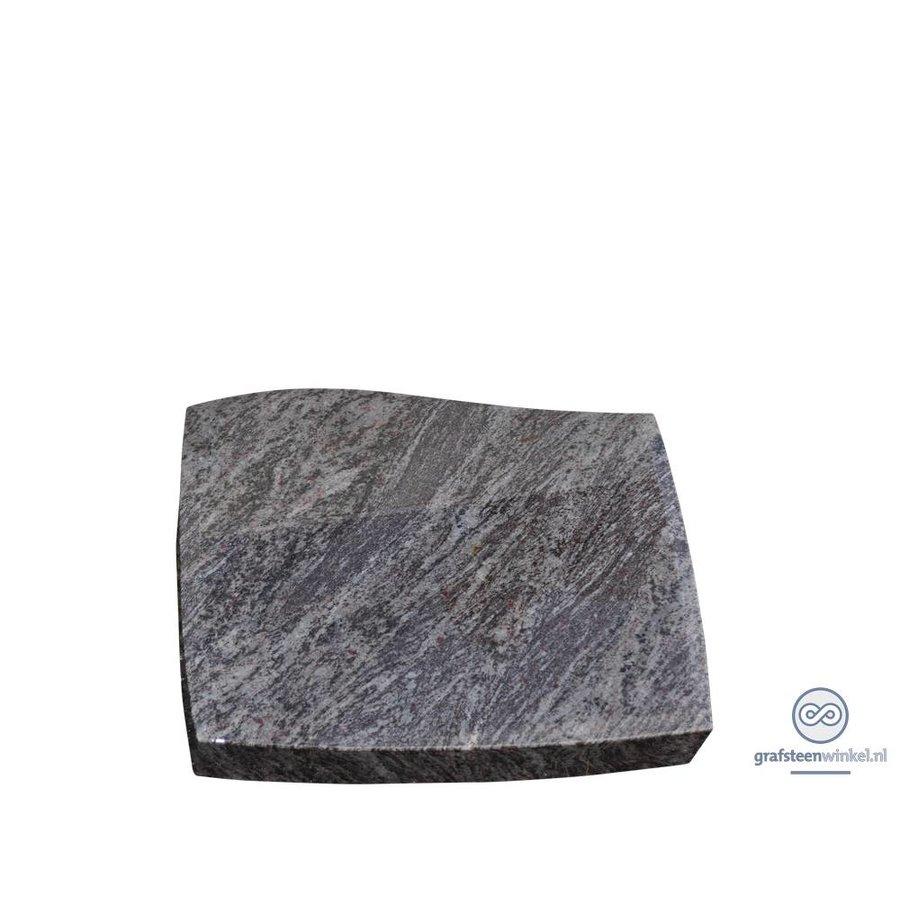Grijze golvende liggende grafsteen-2