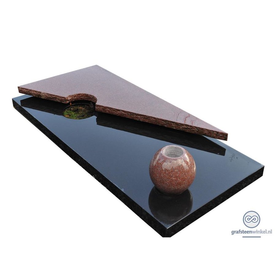 Zwart liggende grafsteen met bruine afdekplaat en vaas-2