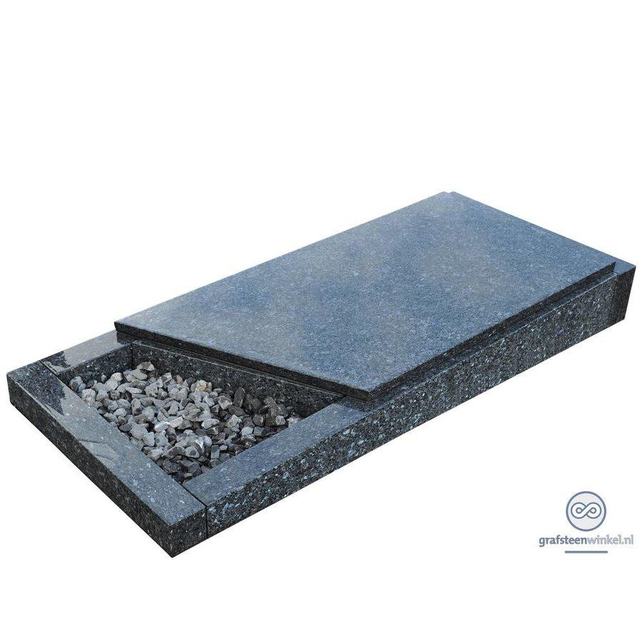 Grijze liggende grafsteen met afdekplaat-1