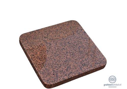 Roodachtige vierkante grafsteen