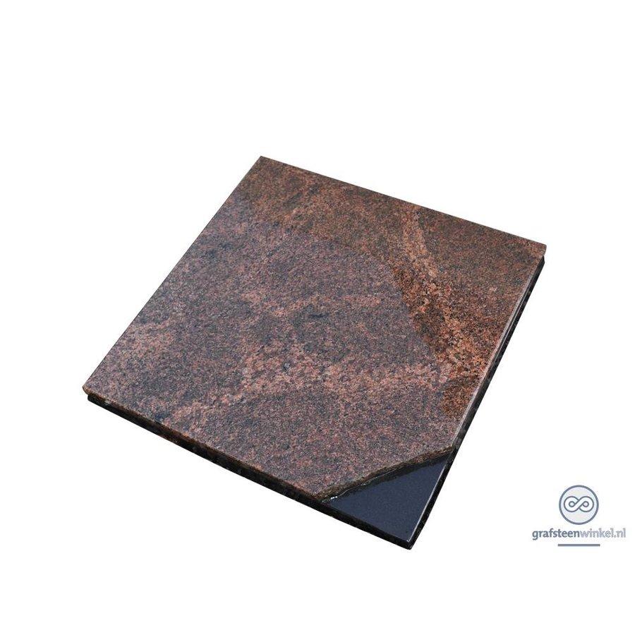 Bruinachtige grafsteen met zwart detail-1