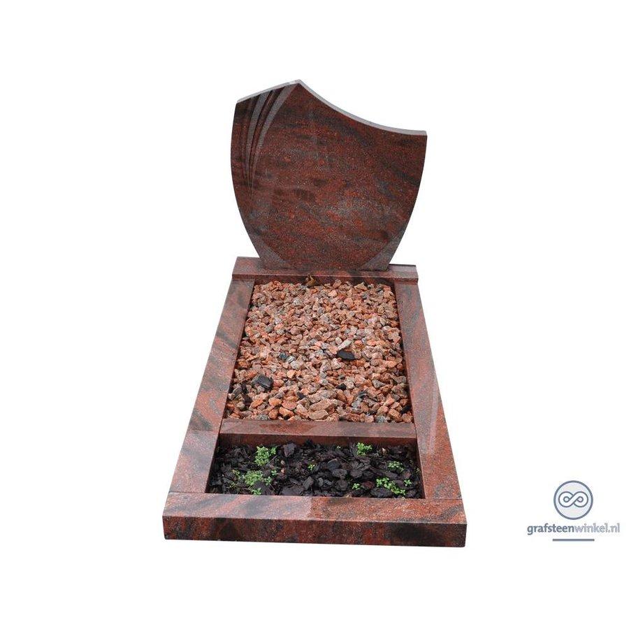 Roodachtige grafsteen met omranding en planten vak