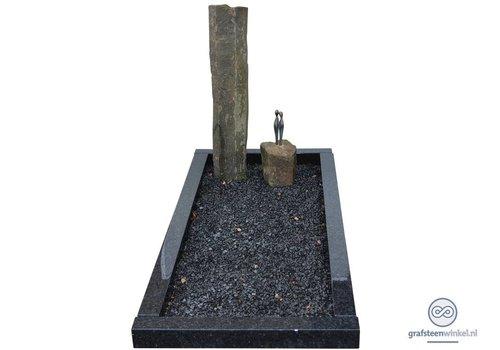 Twee basalten zuilen grafsteen