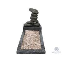 thumb-Gestapeld stenen met groenachtige omranding-1