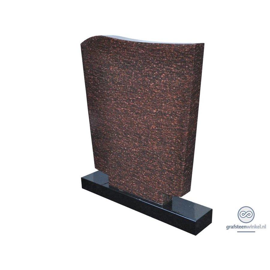 Roodachtige grafsteen met zwarte voet-2