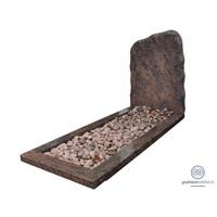 Ruwe grafsteen met omranding