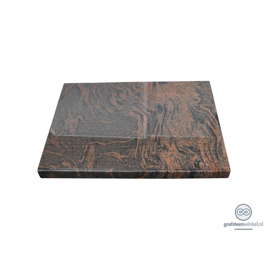 Liggende, eenvoudige grafsteen-2