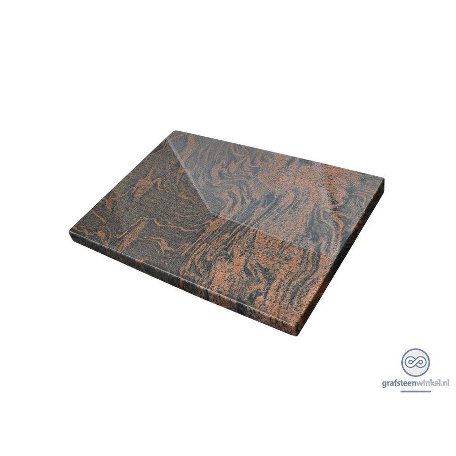 Liggende, eenvoudige grafsteen-1