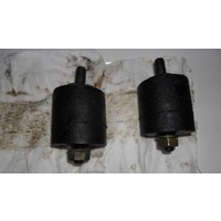 Engine mounting rubbers front side used Volvo 340