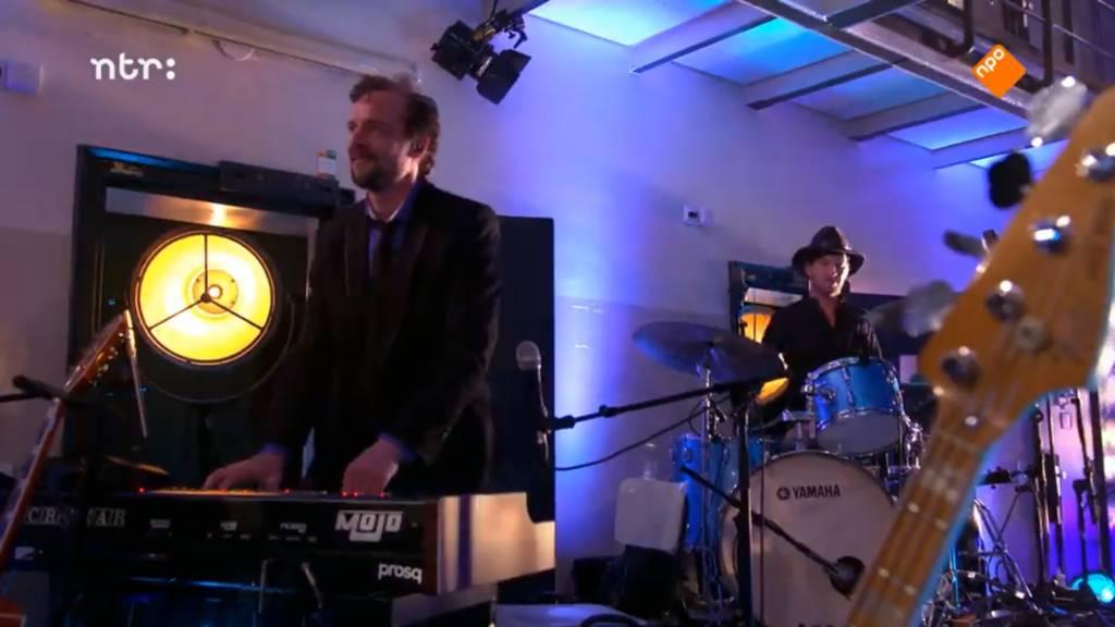Crumar MoJo bij Elvis Live op de NPO