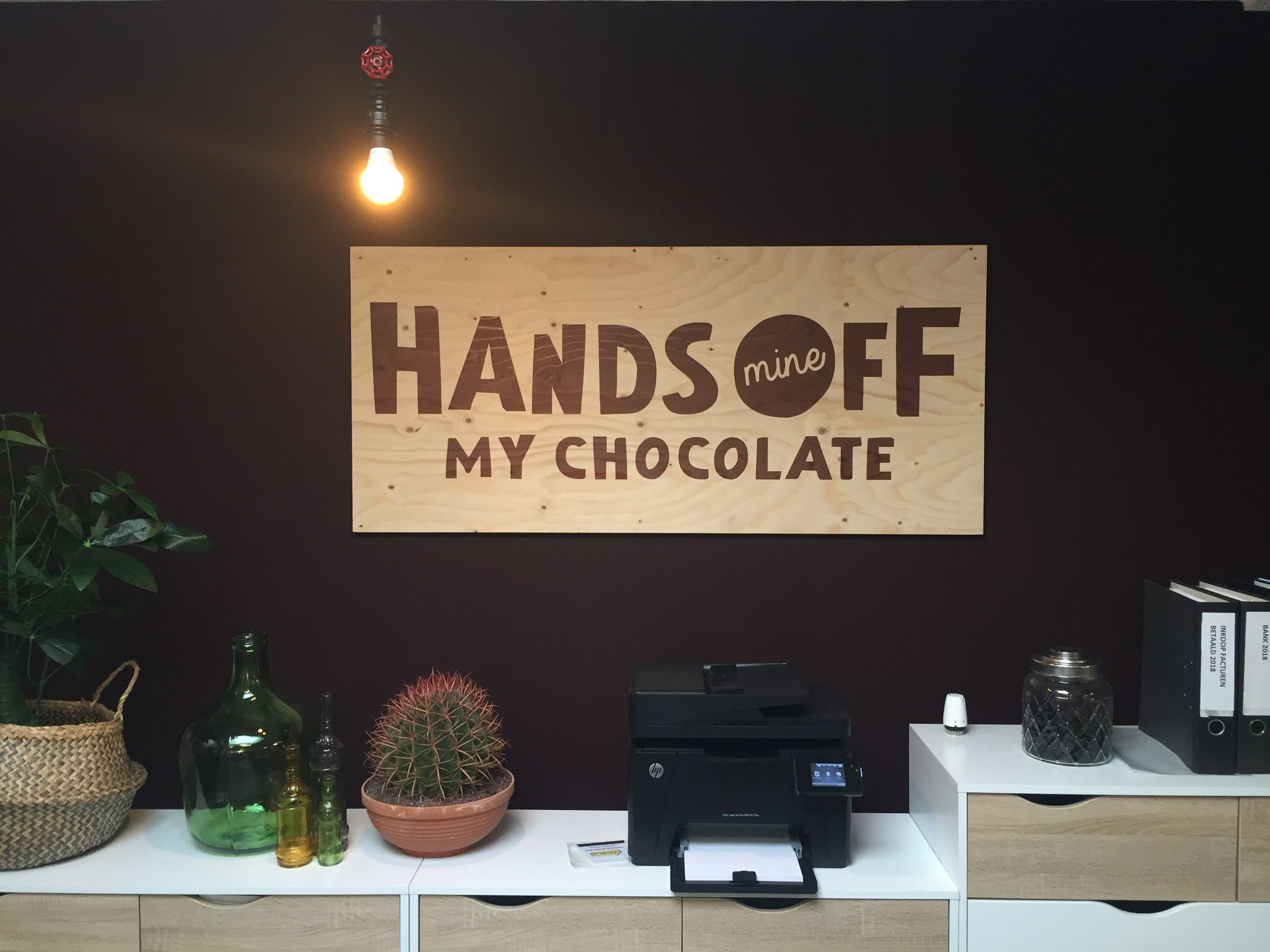 Hands Off My Chocolate logo kantoor