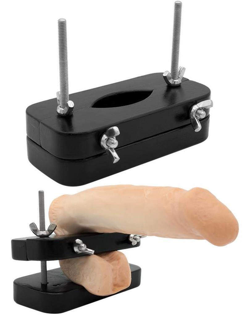 Extrem BDSM Hodenpresse