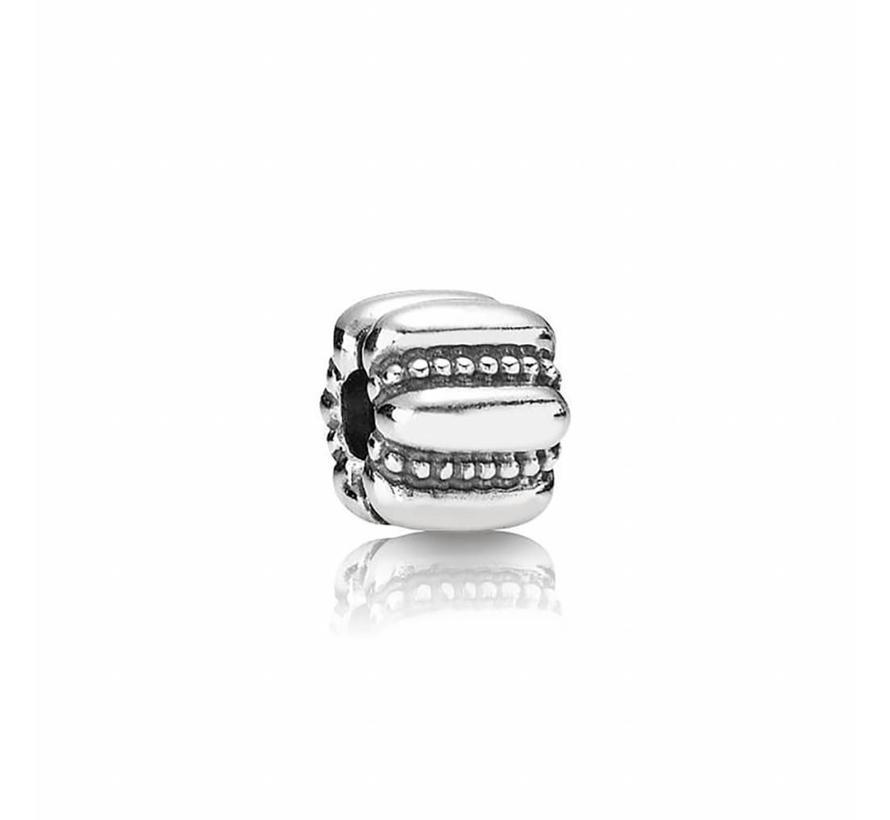 Abstract silver clip 790446
